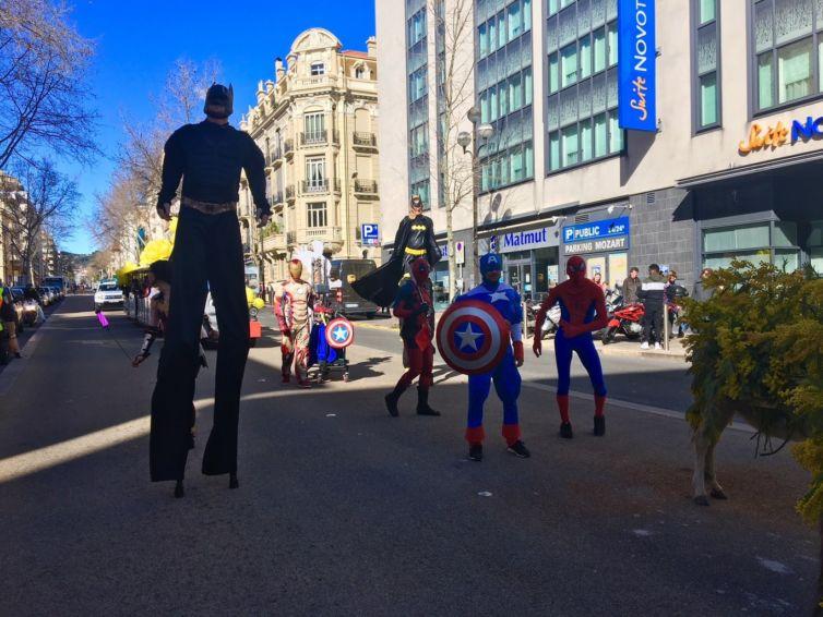 Un carnaval super-héros à Cannes