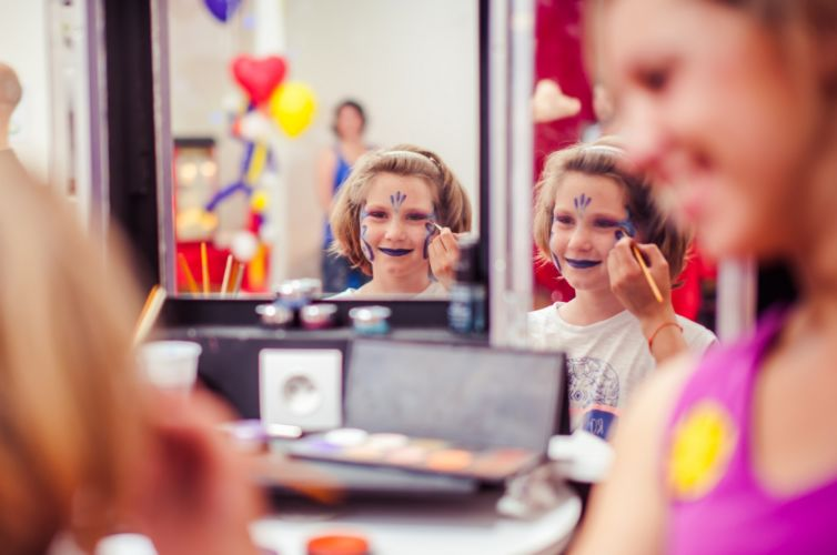 CHILDREN'S MAKE-UP