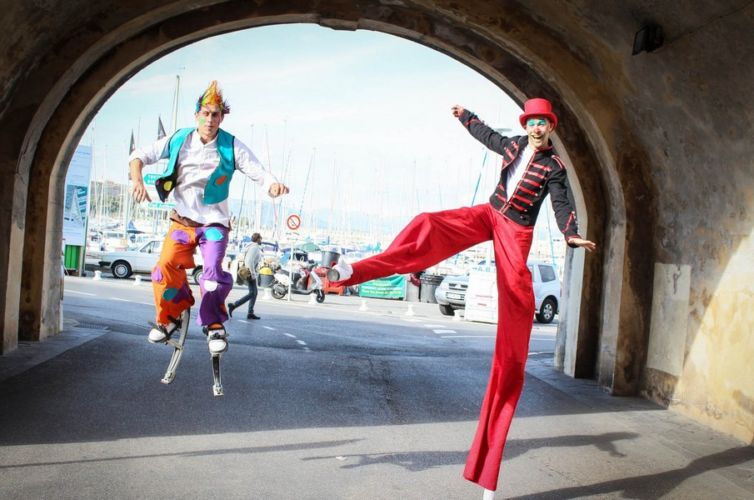 STILT WALKERS & JUGGLERS